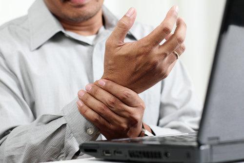 Hình ảnh Tê tay bất thường – Có thể mắc hội chứng ống cổ tay