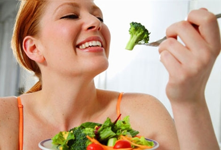 ăn nhiều rau xanh tốt cho khớp