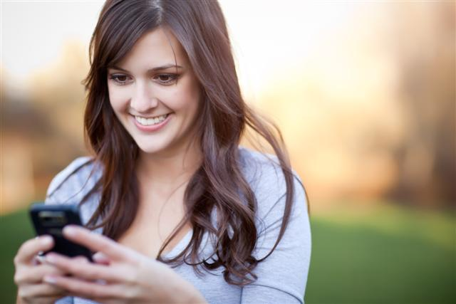 nguy cơ mắc bệnh xương khớp từ điện thoại