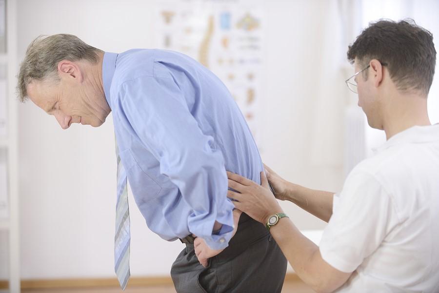 khám bệnh đau lưng